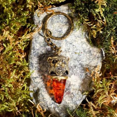 Брелок из латуни и янтаря