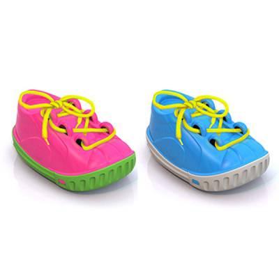 Дидактическая игрушка-шнуровка