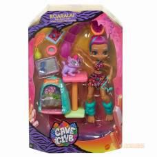 Cave Club® Игровой набор с куклой Роралай и саблезубым котенком Mattel